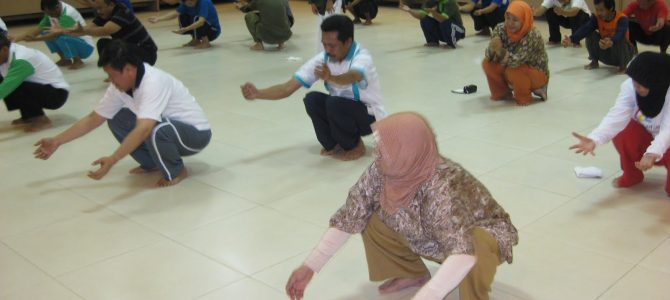 Training of Trainers Senam Ergonomik Indonesia di FKIP UHAMKA